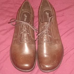 St. John's Bay Brown Shoes Oxfords Size 8 Heel